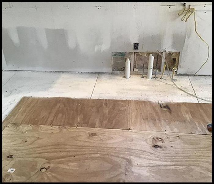 Kitchen walls and floor after mold remediation services
